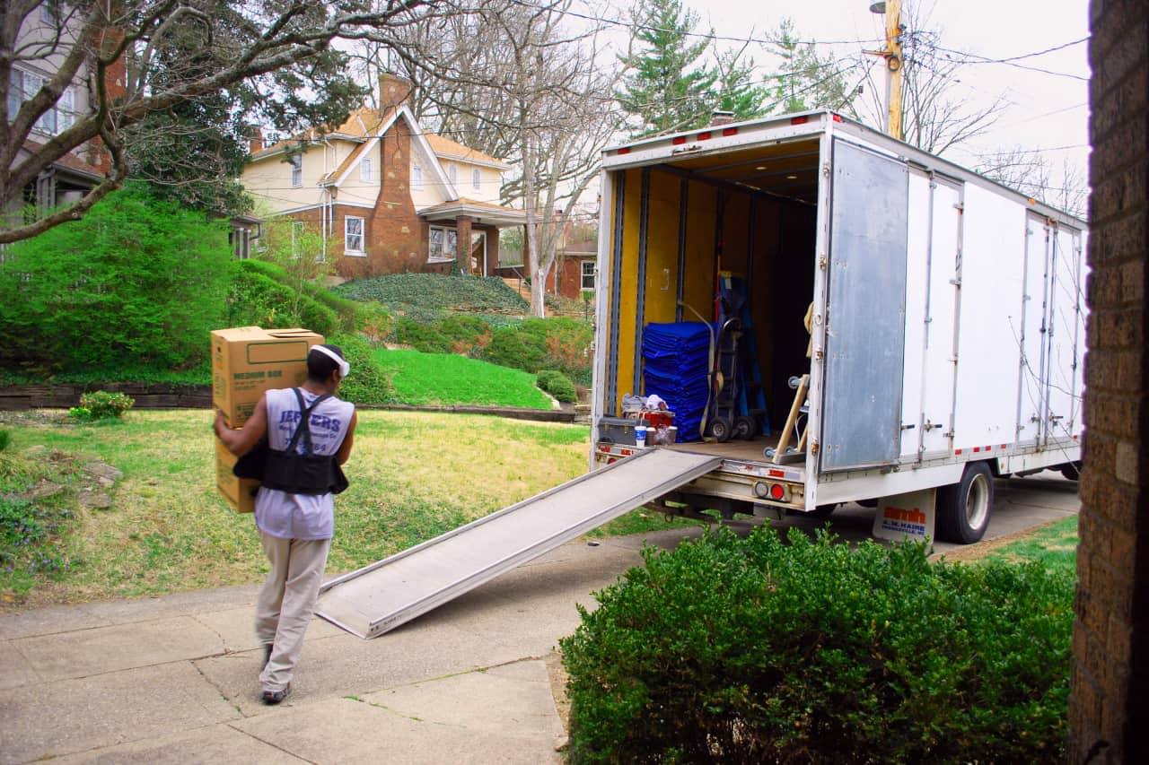 """Featured image for """"14 Packing Hacks From the Pros That Make Moving Less Awful"""""""